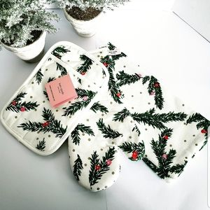 NWT !! Kate Spade 3 piece kitchen linen set